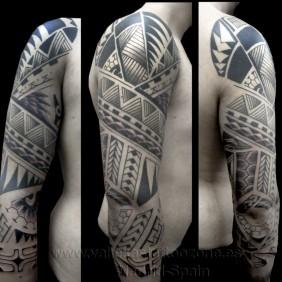 Tatuaje Polinesia Brazo