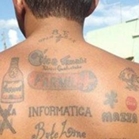 """El """"hombre anuncio tatuado"""""""