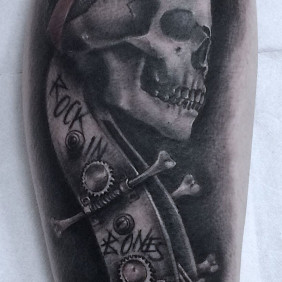Tatuaje Calavera y Contrabajo